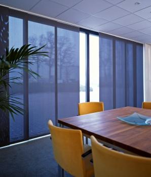 gardinenschienen und vorhangschienen in mehrl ufiger ausf hrung f r die befestigung von. Black Bedroom Furniture Sets. Home Design Ideas